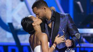 Will Smith und Jada küssen sich
