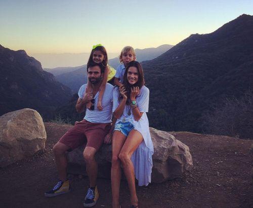 Alessandra Ambrosio freut sich, wieder in der Heimat zu sein