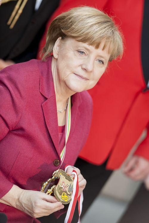 Angela Merkel trauert ihrer alten Frisur nach