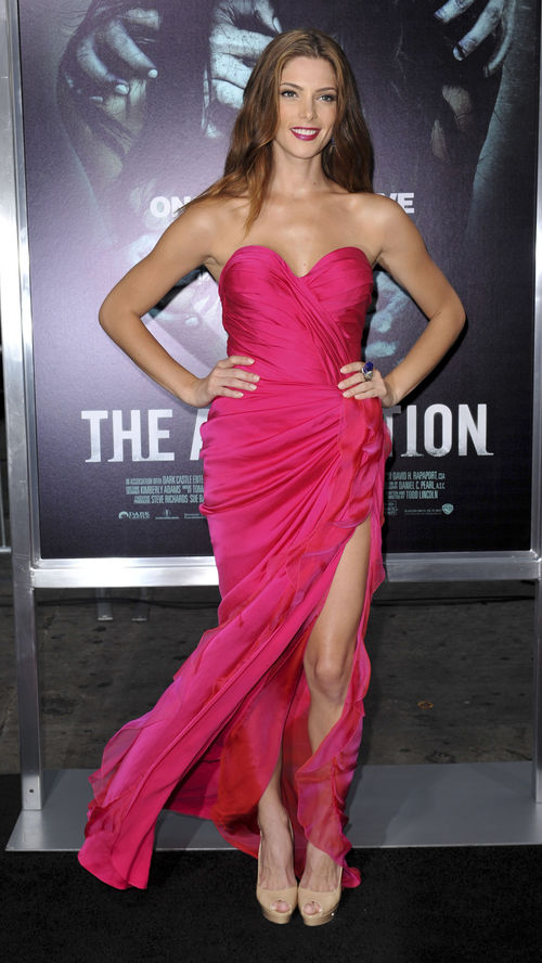 Ashley Greene präsentiert sich sexy im pinken Dress