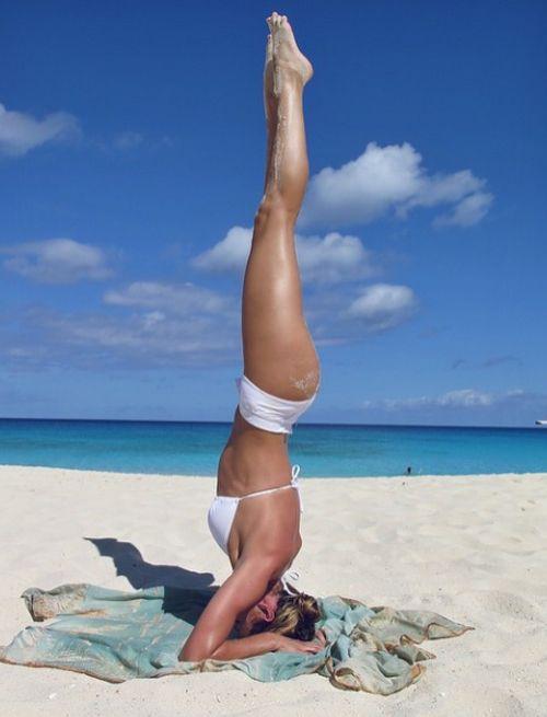 Heiße Yoga-Posen hat Candice Swanepoel definitiv drauf