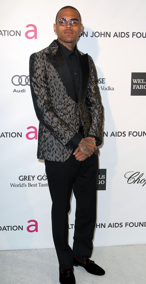 Chris Brown erschien bei der Oscar-Party mit Brille