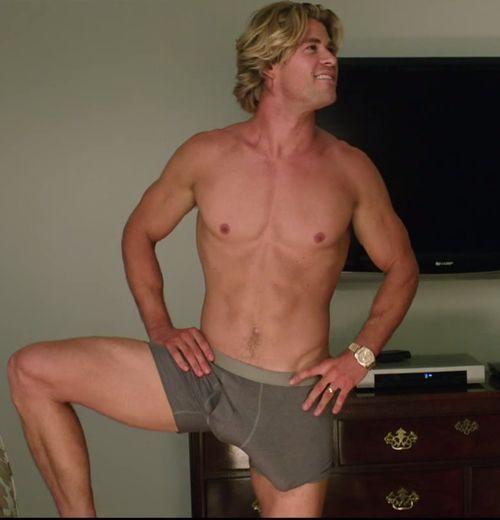 """Chris Hemsworth wurde beim Dreh von """"Vacation"""" ein riesiger Fake-Penis verpasst"""
