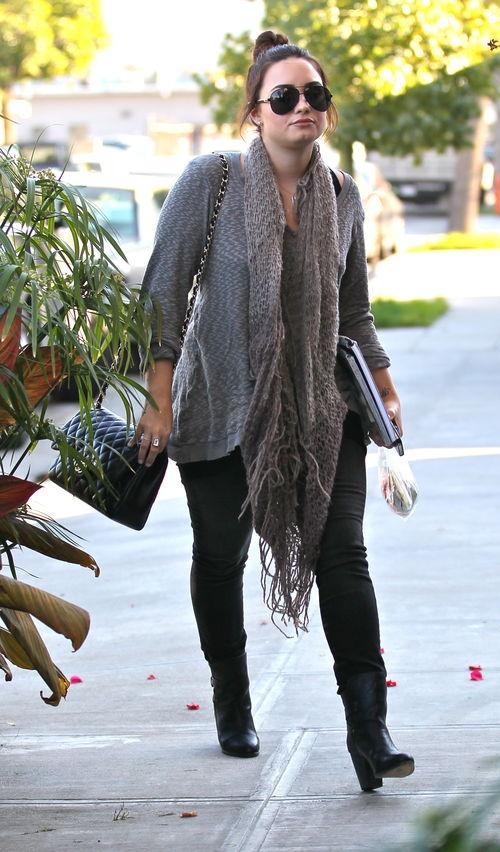 Demi Lovato Im Kuscheligen Casual Style