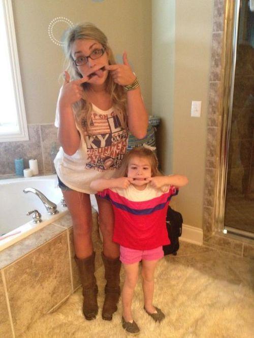 Jamie Lynn zieht Grimassen mit ihrer Tochter