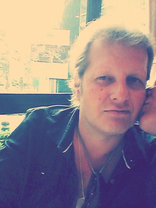 Jens Büchner wird von einer Unbekannten geküsst