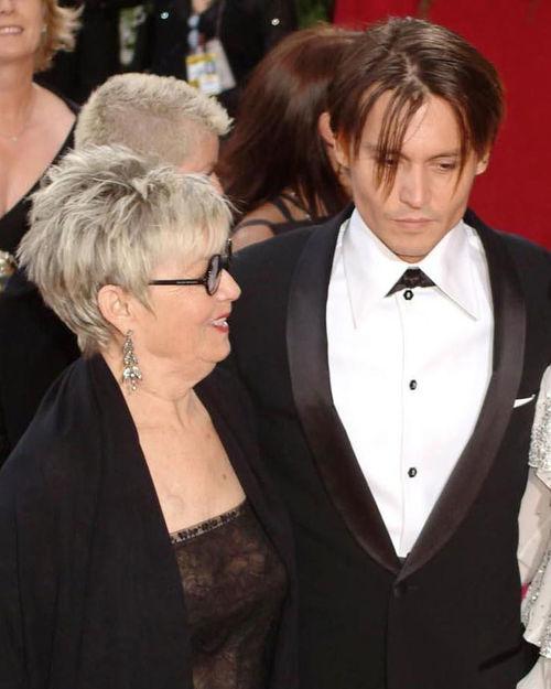 Johnny Depp macht sich große Sorgen um seine Mutter Betty Palmer