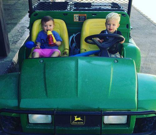 Josh Duhamel zeigt stolz seinen kleinen Sohnemann, der wahrlich groß geworden ist