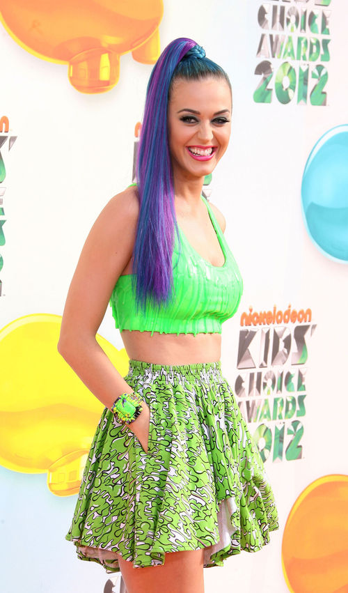 Katy Perry kam in Neongrün zu den diesjährigen Kids' Choice Awards