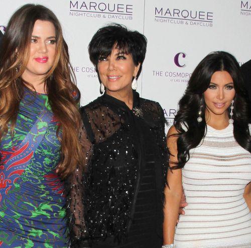 Khloe und Kim Kardashian haben eine peinliche Situation mit ihrer Mutter Kris Jenner erlebt