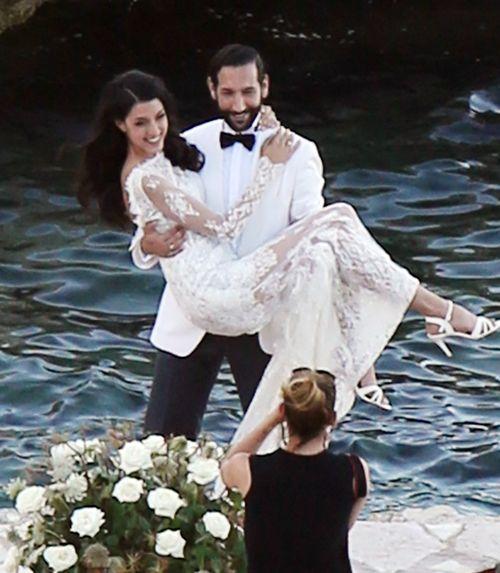 Massimo Sinató trug Rebecca Mir an ihrer Hochzeit auf Händen