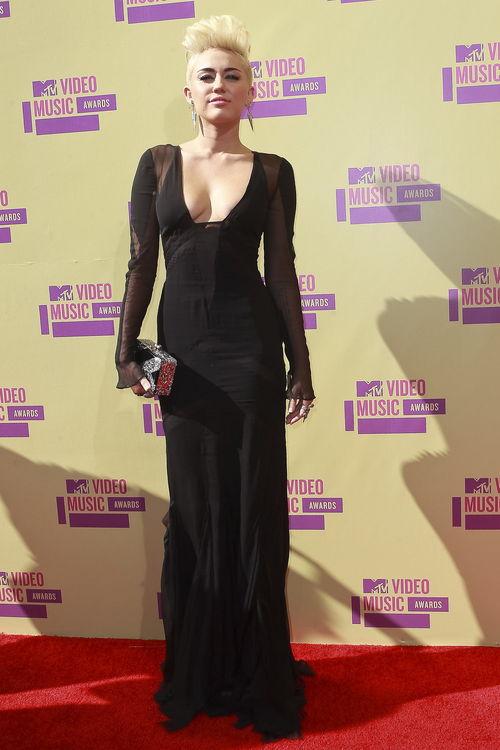 Miley Cyrus setzte auf ein langes Kleid