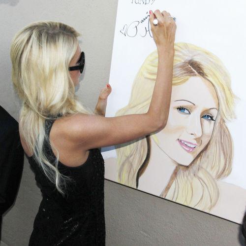 Paris war total begeistert von so viel Mühe und Kreativität ihres Fans
