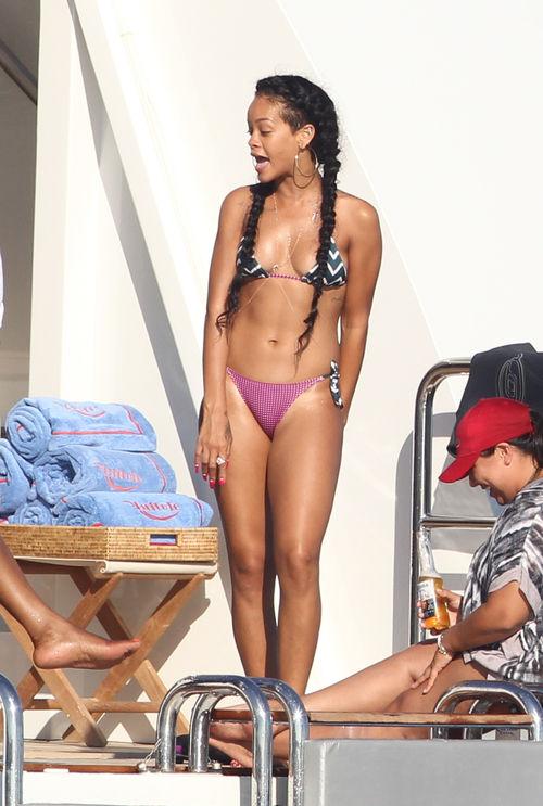 Rihanna zeigt ihren tollen Körper