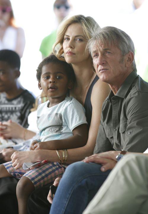 Sean Penn hat zusammen mit seiner Liebsten Charlize Theron und Söhnchen Jackson einen Ausflug gemacht