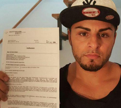 Severino Seeger versteigert seinen Haftbefehl auf Ebay für den guten Zweck