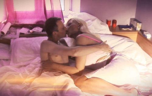 Sachsen-Paule bestellt sich in einem Werbe-Clip Sibylle Rauch zum Sex ins Hotel