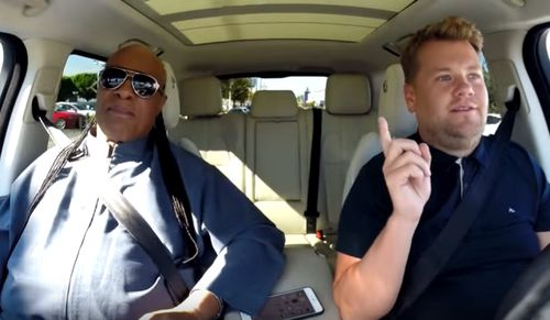 "Stevie Wonder war zu Gast in James Cordens ""Carpool Karaoke"""