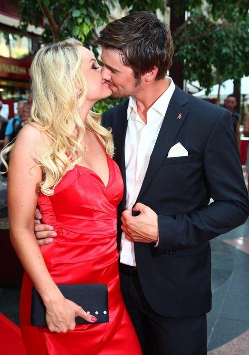 Thore Schölermann und Jana Julie Kilka erinnern sich an ihren ersten Kuss