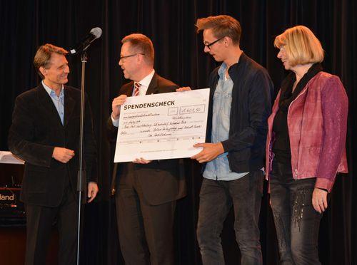 Wolfgang Bahro machte eine Spende an ein Berliner Flüchtlingsheim