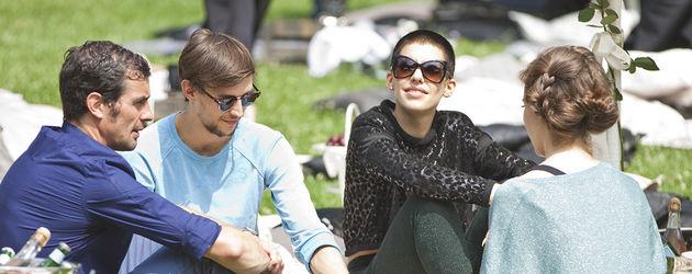 Alina Süggeler beim Picknick während der Berliner Fashion Week