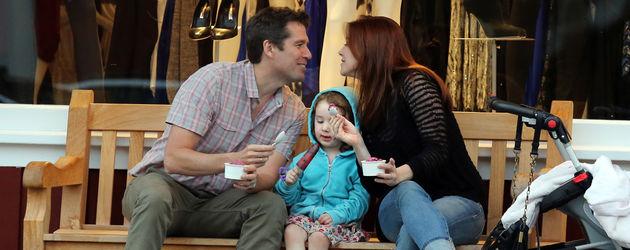 Alyson mit Mann und Kindern
