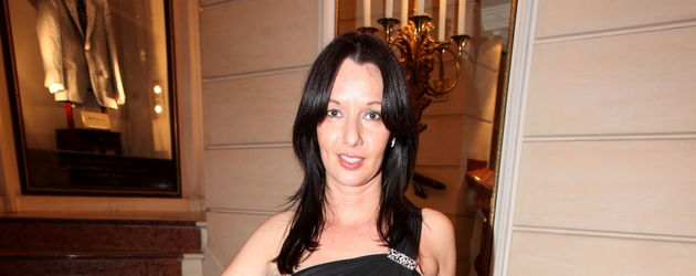 Anja Lukaseder in schwarz