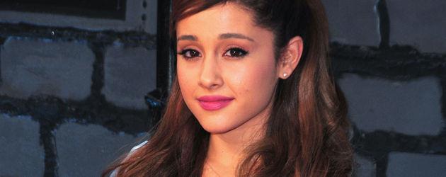 Ariana Grande im Blümchenkleid