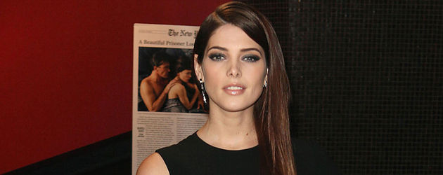 Ashley Greene im sexy Cut-Out-Dress