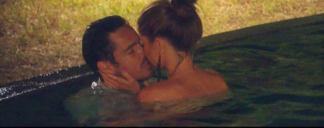Der Bachelor: Jan und Alissa knutschen im Pool
