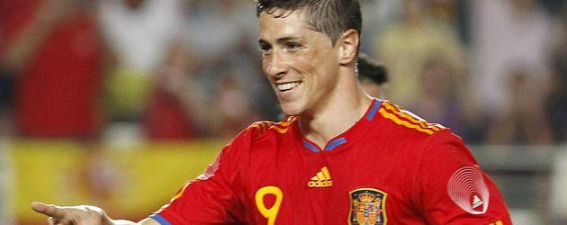 Fernando Torres zeigt auf jemanden