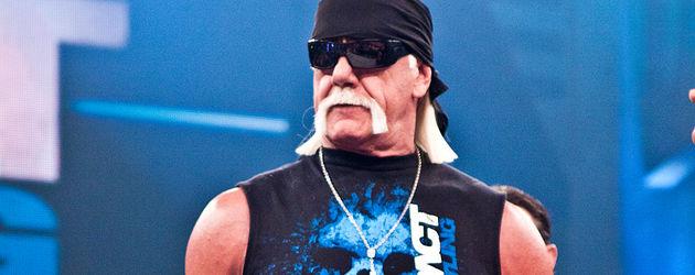 Hulk Hogan mit Mikro im Ring