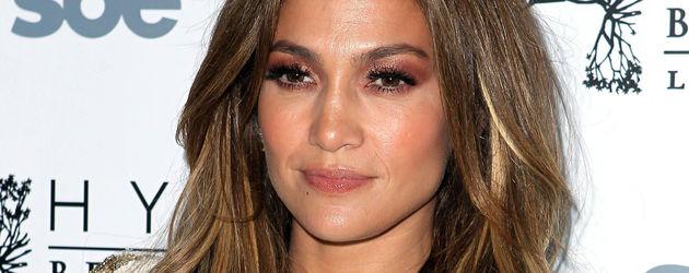 Jennifer Lopez im weiß-goldenen Kleid