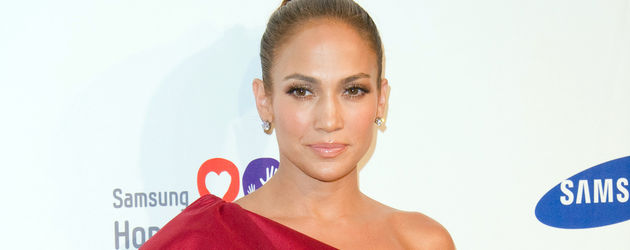 Jennifer Lopez in rotem One-Shoulder-Cocktailkleid mit