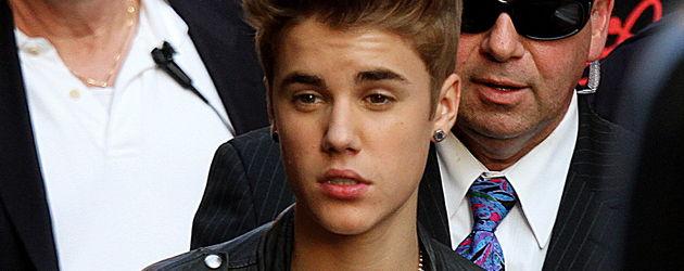 Justin Bieber mit Fältchen an der Stirn