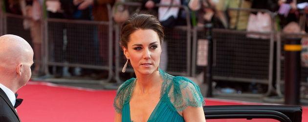 Kate Middleton steigt aus dem Auto