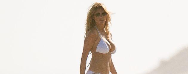 Kate Upton in weißem Bikini