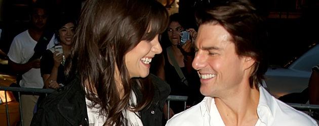 Katie Holmes & Tom Cruise halten Händchen