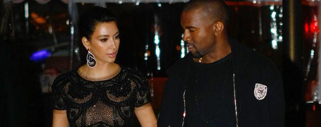 Kim Kardashian und Kanye West in schwarz