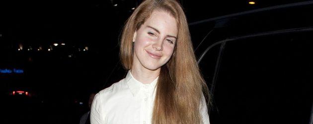 Lana Del Rey ganz in Weiß