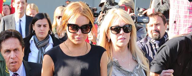 Lindsay und Dina Lohan verlassen Gerichtsgebäude