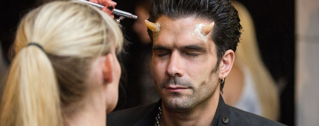 Marc Terenzi wird geschminkt