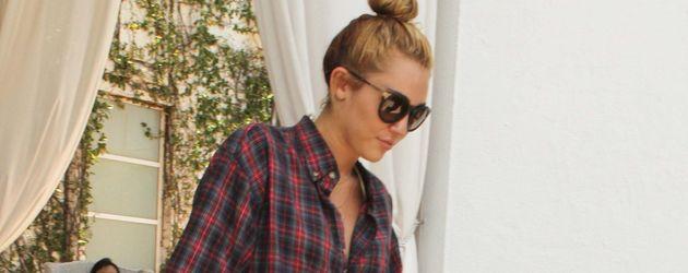 Miley Cyrus im Karo-Hemd