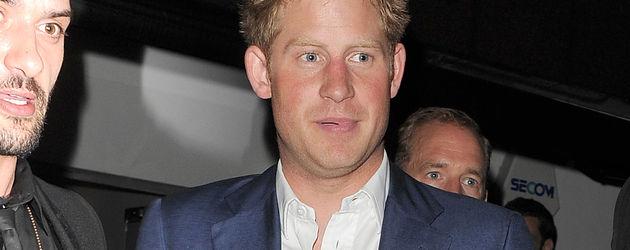 Prinz Harry zeigt seine Handflächen