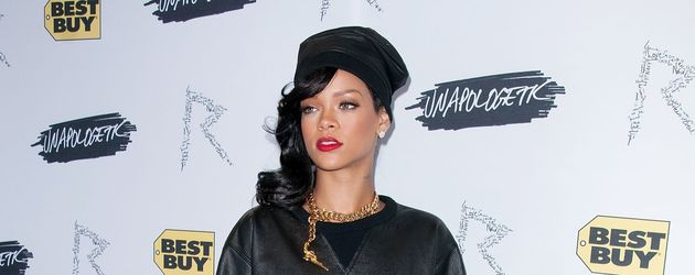 Rihanna im Leder-Labber-Look