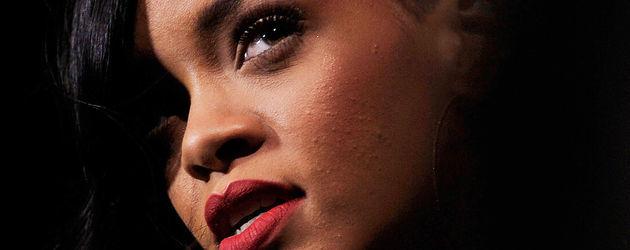Rihanna mir roten Lippen