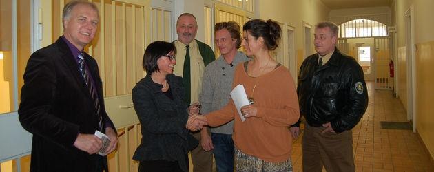 Sarah Mühlhause und Patrick Kalupa in der JVA Regensburg