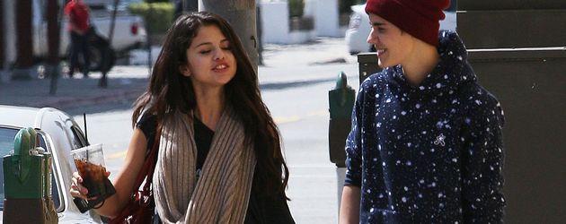 Selena Gomez und Justin Bieber Hand in Hand beim Spazieren