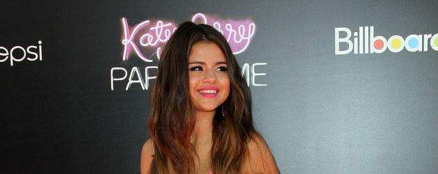 Selena mit Extensions