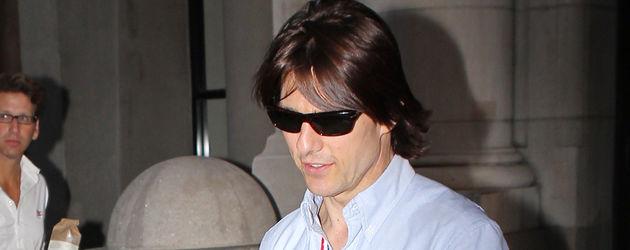 Tom Cruise in einem hellblauen Hemd